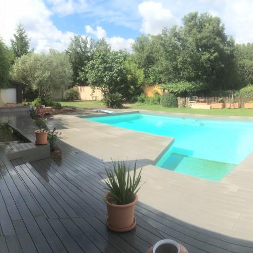 Terrasse en composition autre d'une piscine